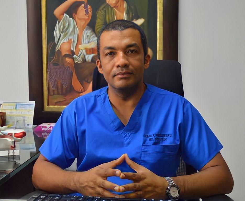 De aviones al otoscopio– Dr. Cesar Mosquera