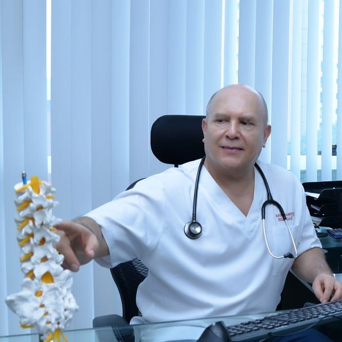Dr. Julio  Giraldo Valencia